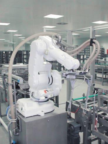 Roboter in der Filterpduktion